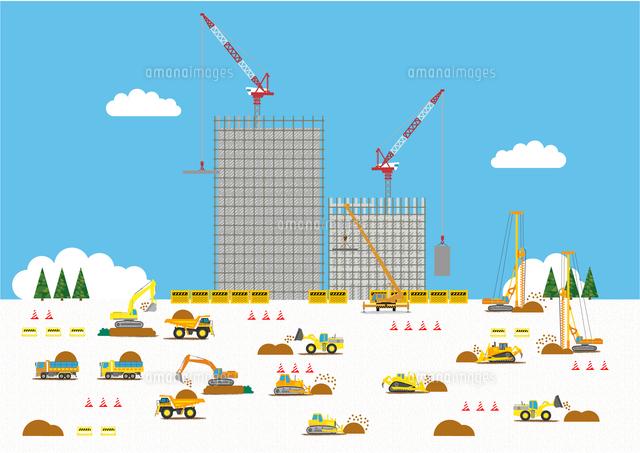 高層マンション建設の工事現場で働く車[10467000143]| 写真素材・ストックフォト・画像・イラスト素材|アマナイメージズ
