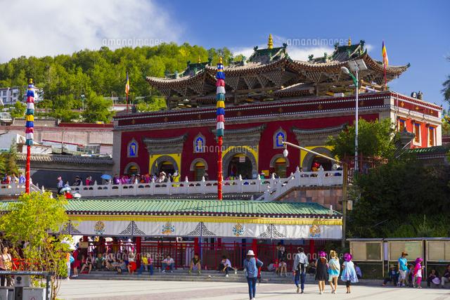 チベット仏教の聖地・タール寺の...