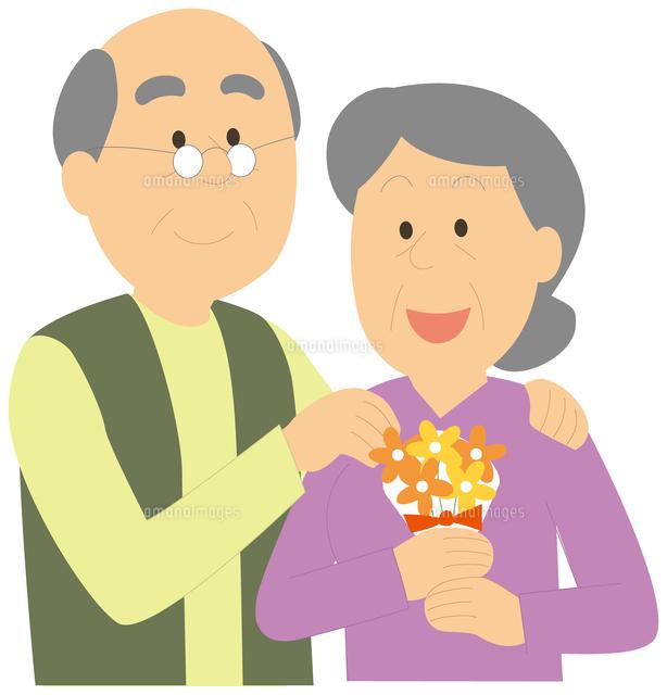 敬老の日で花束を貰う老人女性と...