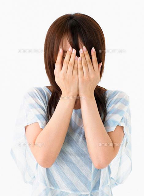 顔を覆う女性[11004016830]| 写...