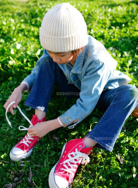 靴を履く男の子(c)BLOOMimage