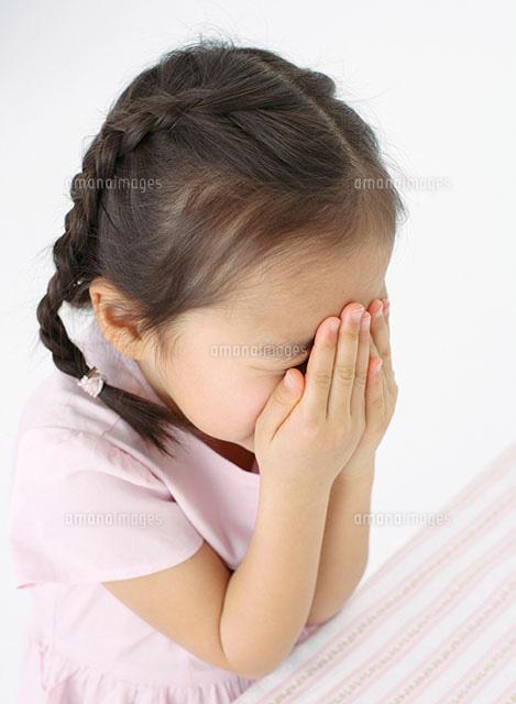 顔を覆う女の子[11004026499]| ...