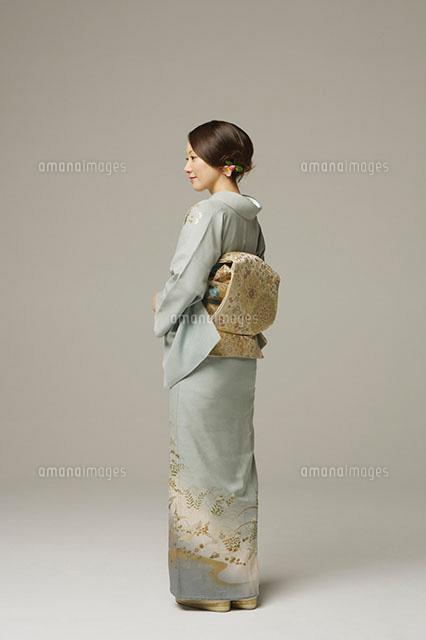 和服の女性[11004070190]| 写真素材・ストックフォト・画像・イラスト素材|アマナイメージズ