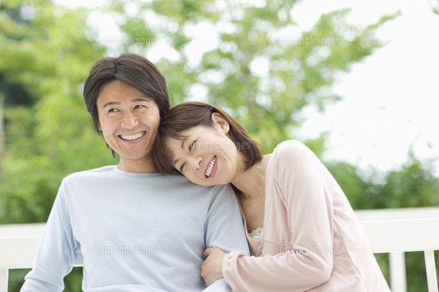 寄り添うカップル(c)BLOOM image