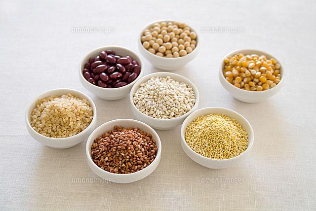 器に入った穀物[11014005846]| ...