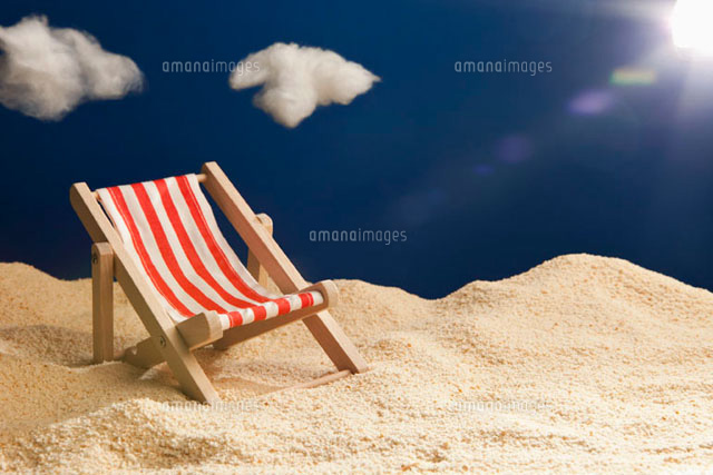 a miniature beach chair in sand 11016019626 写真素材 ストック