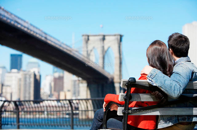Young couple looking at Brooklyn Bridge