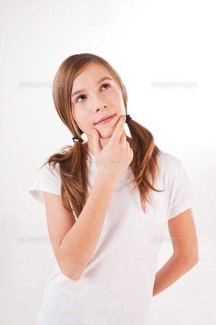 portrait of girl thinking 11030030708 写真素材 ストックフォト