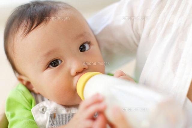 外出先で赤ちゃんにミルクを与える際の持ち物&作 …