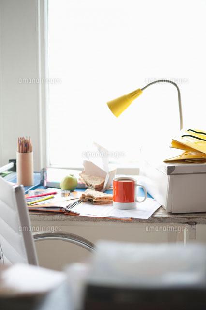lunchbreak at home office 11044012413 写真素材 ストックフォト