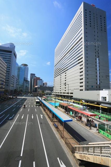 大阪ターミナルビルと道路[11050...