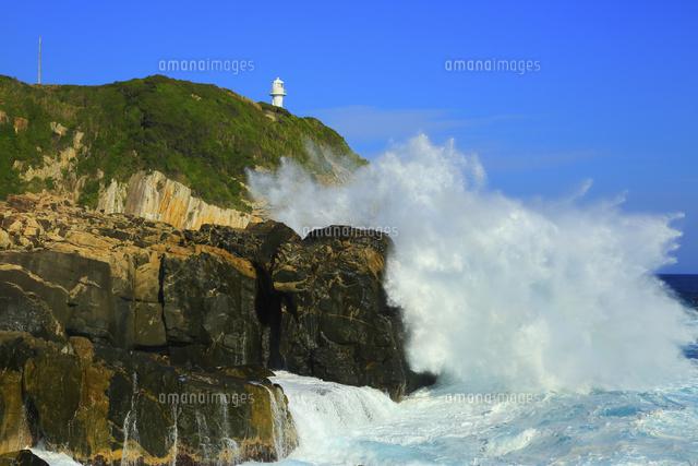足摺岬の灯台と大波[11076027392...