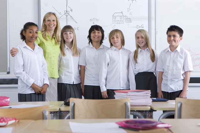 proud teacher posing with students in classroom 11080011213 写真