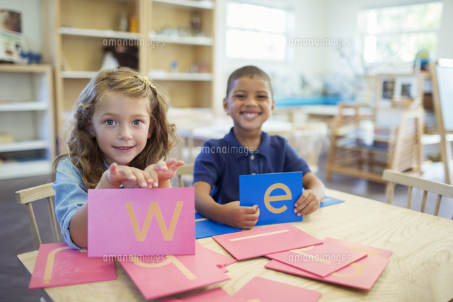 students holding letters in classroom 11086017840 写真素材