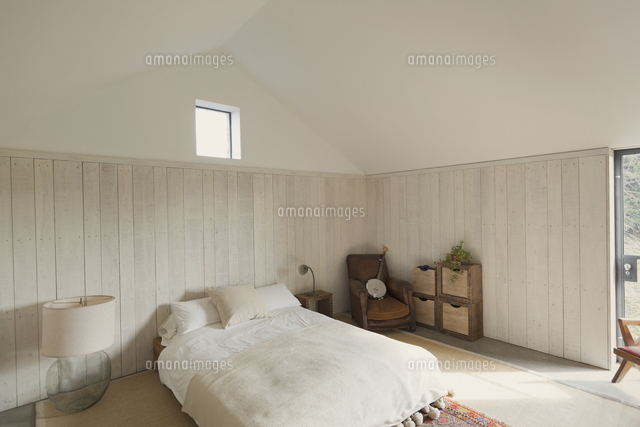 Simple Bedroom Home Showcase (c)caiaimage