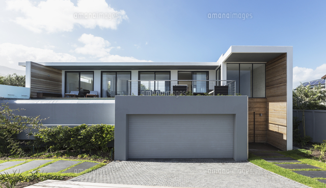modern home showcase exterior house with garage 11086032964 写真