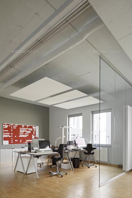 Modern Office Interior[11094023082]の写真素材・イラスト素材|アマナイメージズ