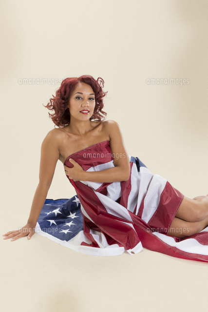 pin up girl covering herself with american flag 11096037035 写真
