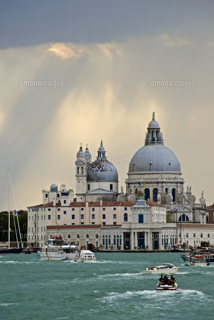 punta della dogana and santa maria della salute church behind