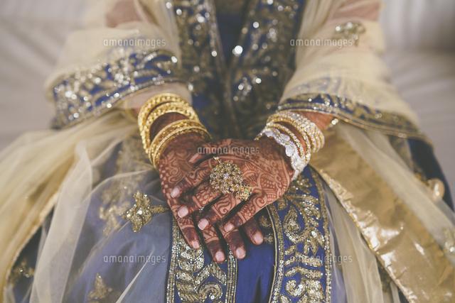 作品番号:11115003071 作品タイトル:Midsection Of Indian Bride