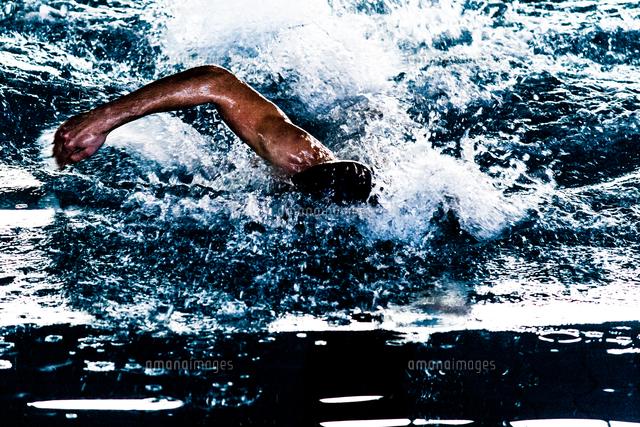 作品番号:11115010433 作品タイトル:Close-up Of Man Swimming In Pool