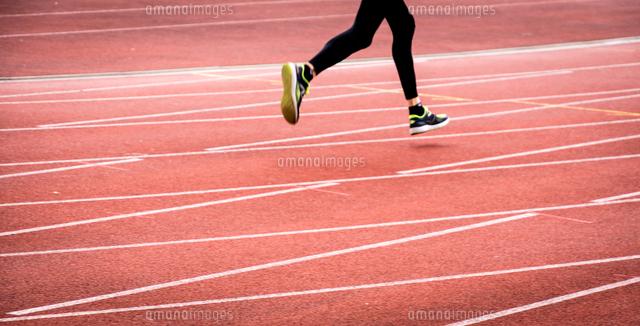 作品番号:11115010709 作品タイトル:Low Section Of Athlete Running On Track