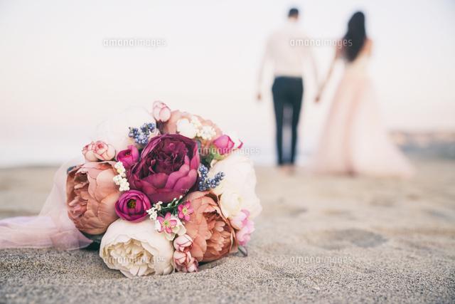 作品番号:11115011579 作品タイトル:Close-up Of Flowers On Beach