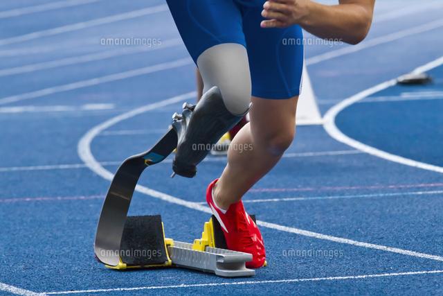 作品番号:11115013604 作品タイトル:Low Section Of Person On Running Track