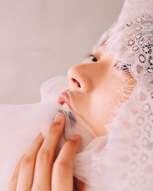 作品番号:11115019883 作品タイトル:Close-up Of Young Woman Wearing Veil