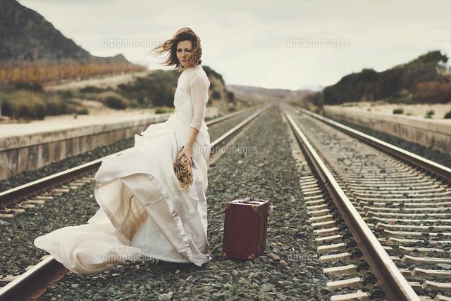 作品番号:11115020954 作品タイトル:Portrait Of Bride Standing On Railroad Track Against Sky