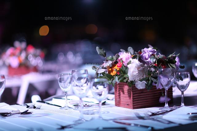 作品番号:11115027005 作品タイトル:Place Setting And Bouquet On Table At Wedding Reception