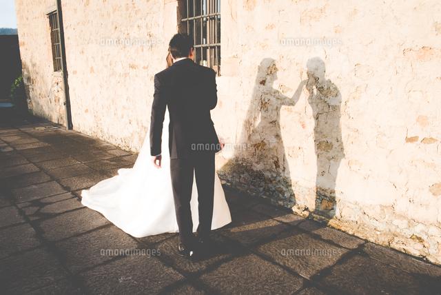 作品番号:11115045423 作品タイトル:Shadow Of Married Couple On Wall