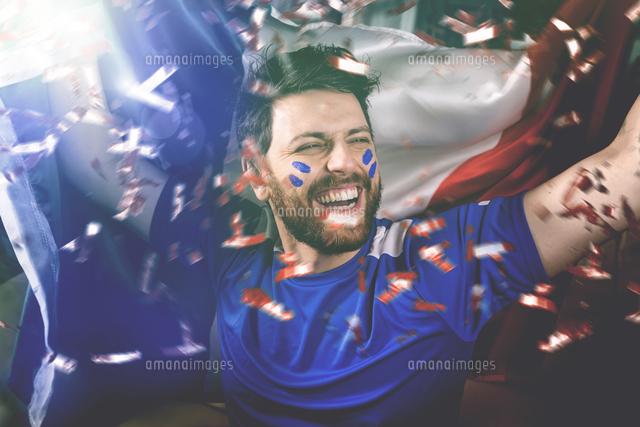 作品番号:11115062909 作品タイトル:Happy Man With France Flag Cheering Football Team