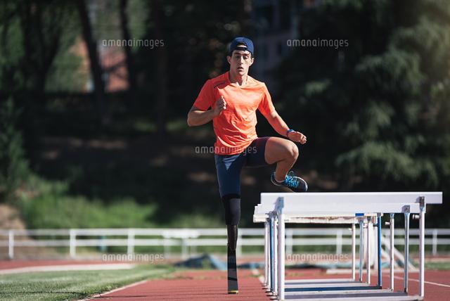 作品番号:11115064352 作品タイトル:Man With Prostethic Leg Jumping