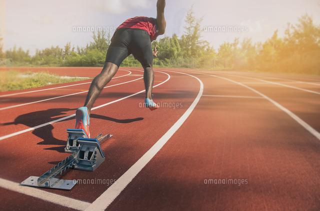 作品番号:11115073317 作品タイトル:rear view of man on running track