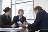 Business meeting, business associates reviewing document 11001059763| 写真素材・ストックフォト・画像・イラスト素材|アマナイメージズ