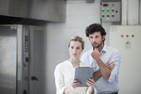 Colleagues strategizing with digital tablet 11001064664| 写真素材・ストックフォト・画像・イラスト素材|アマナイメージズ
