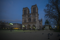France, Paris, western facade of Notre Dame Cathedral at twilight 11001065527| 写真素材・ストックフォト・画像・イラスト素材|アマナイメージズ