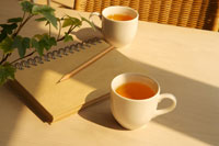 Notebook, pencil and cup of juice 11010041262| 写真素材・ストックフォト・画像・イラスト素材|アマナイメージズ