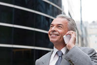 Senior businessman using mobile phone and looking up with sm 11010044190| 写真素材・ストックフォト・画像・イラスト素材|アマナイメージズ