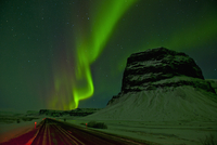 Aurora borealis at the mount Lomagnupur at night, South East Iceland 11015248950| 写真素材・ストックフォト・画像・イラスト素材|アマナイメージズ