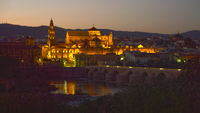 The Mezquita Cathedral, Roman Bridge in foreground, Cordoba, Andalusia, Spain 11015264358| 写真素材・ストックフォト・画像・イラスト素材|アマナイメージズ