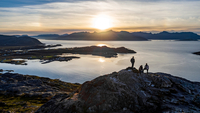 Aerial view of group of people climbing a summit on Kvaloya Island in autumn, Arctic Norway 11015303631| 写真素材・ストックフォト・画像・イラスト素材|アマナイメージズ