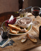 Chicken liver pate with crusty bread and radicchio on plate 11015304349| 写真素材・ストックフォト・画像・イラスト素材|アマナイメージズ