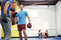 Male boxers training, in boxing gloves and punch mitts 11015304559| 写真素材・ストックフォト・画像・イラスト素材|アマナイメージズ