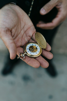 Man wearing suit, holding pocket watch in hand, elevated view, close-up 11015317989| 写真素材・ストックフォト・画像・イラスト素材|アマナイメージズ