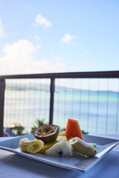 Fresh tropical breakfast fruit plate, with mango, papaya, banana and passion fruit, overlooking the water, Saint Lucia, Caribbea 11015318104| 写真素材・ストックフォト・画像・イラスト素材|アマナイメージズ