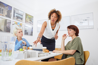 Female architect team pointing at architectural model on table in meeting 11015318661| 写真素材・ストックフォト・画像・イラスト素材|アマナイメージズ