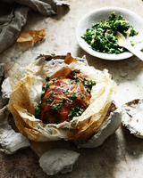 Clay baked chicken with garlic and herbs 11015324743| 写真素材・ストックフォト・画像・イラスト素材|アマナイメージズ