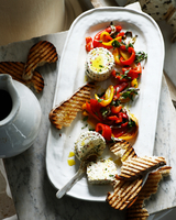 Ricotta with roasted peppers and grilled sourdough 11015324750| 写真素材・ストックフォト・画像・イラスト素材|アマナイメージズ